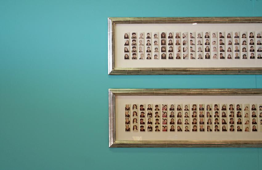 Foto no tām fotokabīnītēm, kuras finālā dod četras, iespējams, jancīgas bildes. Ļaudis ļāvuši fantāzijai vaļu.